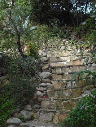 1118 N Beverly Glen Blvd, Los Angeles, CA 90077