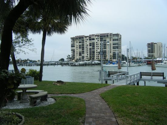 9715 Harrell Ave APT 28, Treasure Island, FL 33706