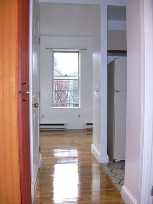 121 Salem St APT 4D, Boston, MA 02113