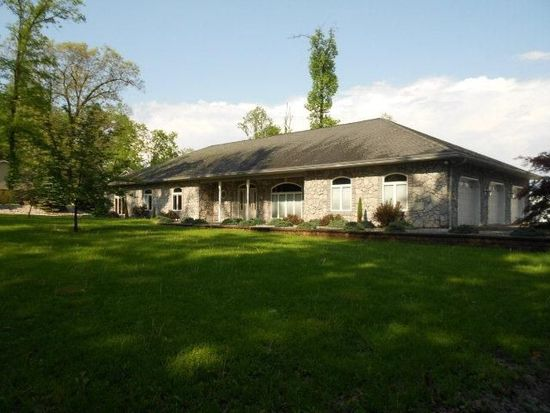 21 Second Mountain Rd, Pine Grove, PA 17963