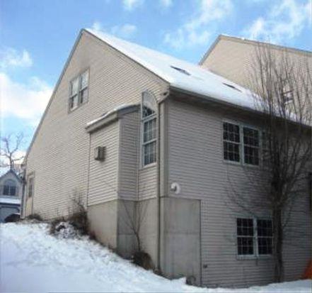 211 Ivy Ln, Douglassville, PA 19518