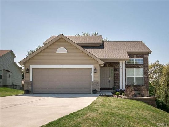 463 Fall River Ln, Saint Charles, MO 63304