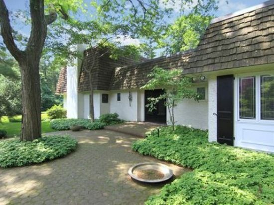 20 Rogers Rd, Kings Point, NY 11024