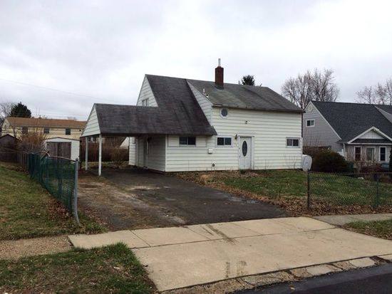 24 Inwood Rd, Levittown, PA 19057