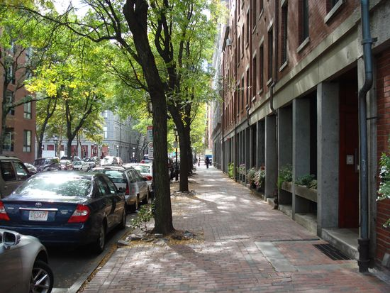 166 Commercial St APT 1R, Boston, MA 02109