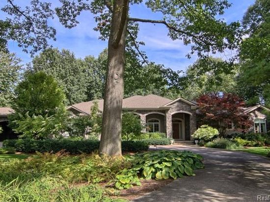 3810 Carriage Rd, Bloomfield Township, MI 48301