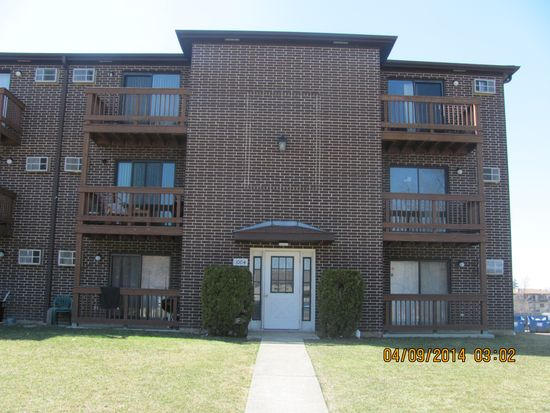 1004 Spruce St APT 2B, Glendale Heights, IL 60139