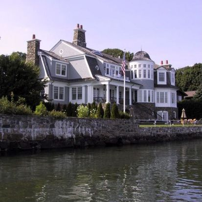 7 Harbor Dr, Port Chester, NY 10573