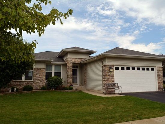 12616 Cold Springs Dr, Huntley, IL 60142