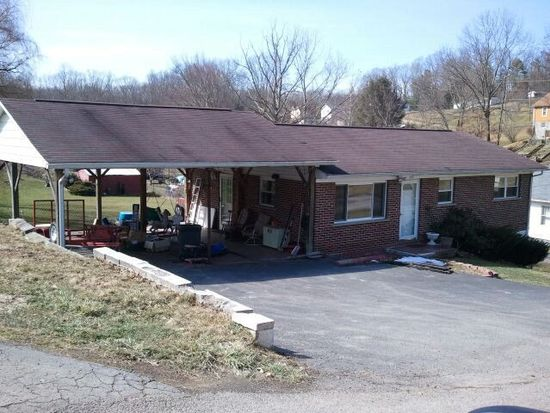 322 Carter Ave, Crab Orchard, WV 25827