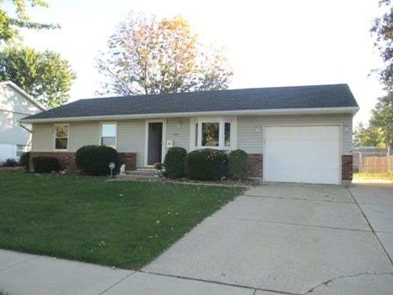 415 Lacy Ave, Streamwood, IL 60107