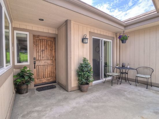 29827 Circle R Creek Ln, Escondido, CA 92026