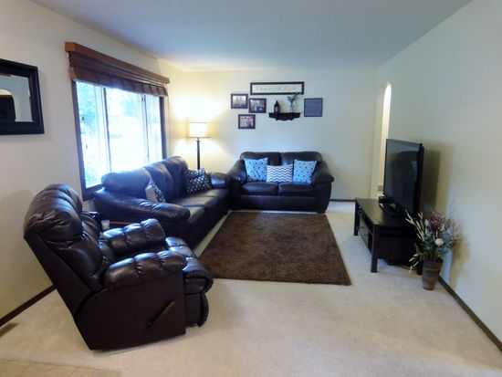 5909 W Pebble Creek Rd, Sioux Falls, SD 57106