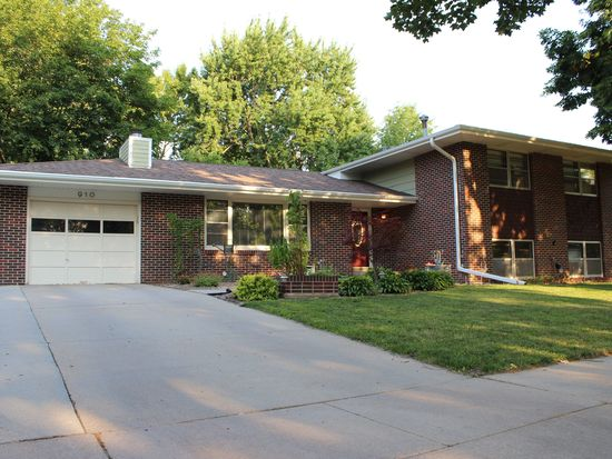 910 Colony Ln, Lincoln, NE 68505