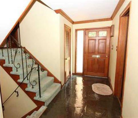 1180 Lakemont Dr, Pittsburgh, PA 15243