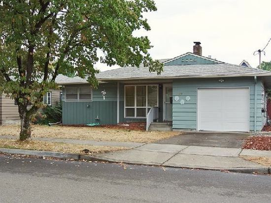 125 W Gloucester St, Gladstone, OR 97027