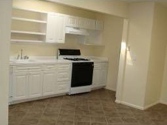 663 Bishops Lodge Rd APT 28, Santa Fe, NM 87501