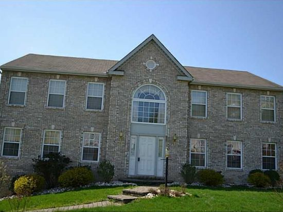 150 Stratford Ct, New Stanton, PA 15672