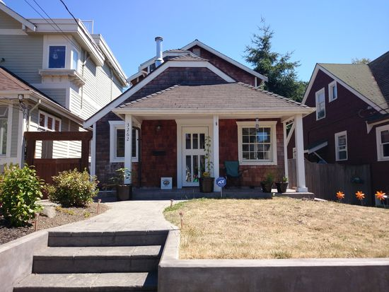 3262 Belvidere Ave SW, Seattle, WA 98126