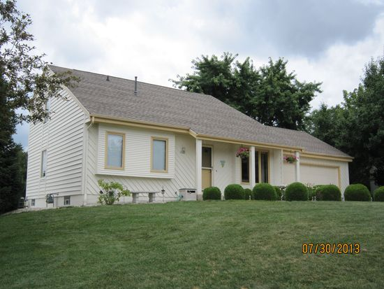 4985 S 103rd St, Greenfield, WI 53228