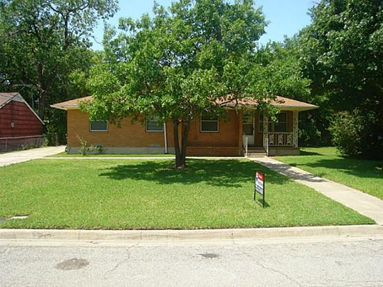1309 N Howeth St, Gainesville, TX 76240