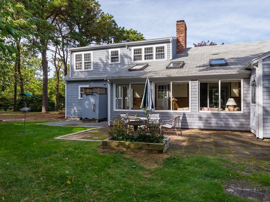 19 Stonefield Dr, East Sandwich, MA 02537