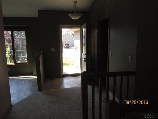 4908 E 3rd St, Sioux Falls, SD 57110