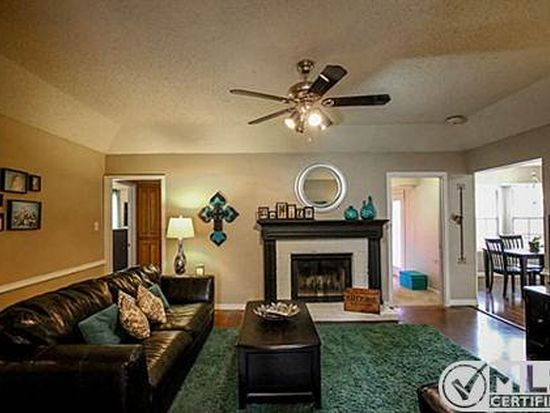 720 Parkview Dr, Burleson, TX 76028