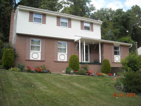 1492 Spreading Oak Dr, Pittsburgh, PA 15220