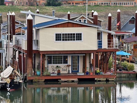 11642 N Island Cove Ln, Portland, OR 97217