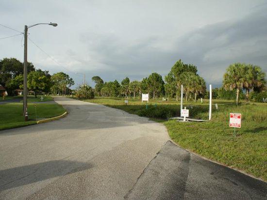 1616 Pangola Dr, North Fort Myers, FL 33903