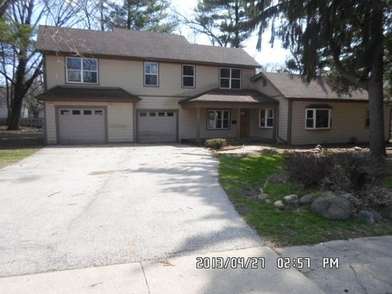 113 Beachway Dr, Fox River Grove, IL 60021