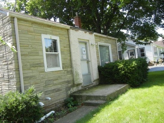 1707 Court St, Mchenry, IL 60050