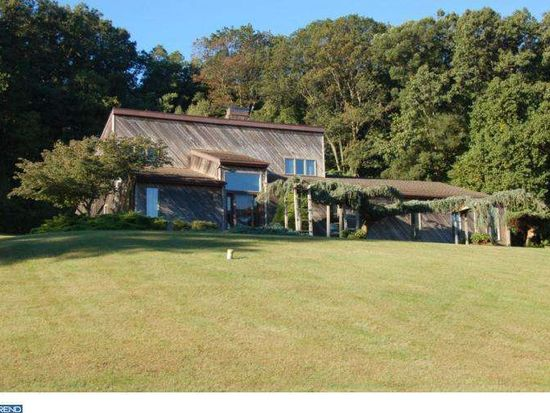 104 Sunnyfield Dr, Fleetwood, PA 19522