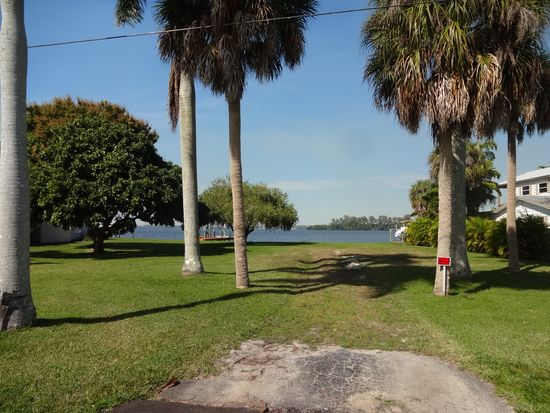 4549 E Riverside Dr, Fort Myers, FL 33905