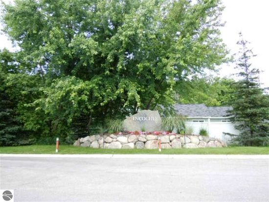 756 Incochee Woods Dr, Traverse City, MI 49684