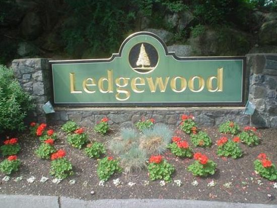 8 Ledgewood Way APT 6, Peabody, MA 01960