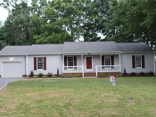 1704 Pine Tree Dr, Gloucester Point, VA 23062