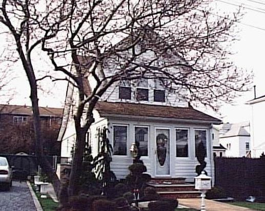 230 Seaview Ave, Staten Island, NY 10305
