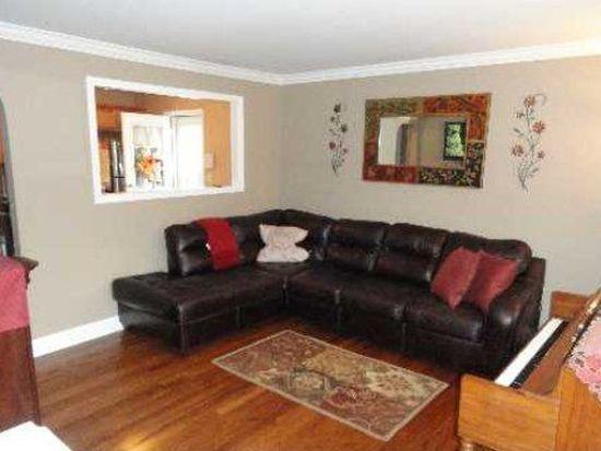 314 Ferndale Ct, Copiague, NY 11726