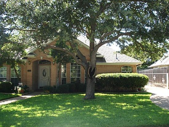 6204 Summergrove Dr, Arlington, TX 76001