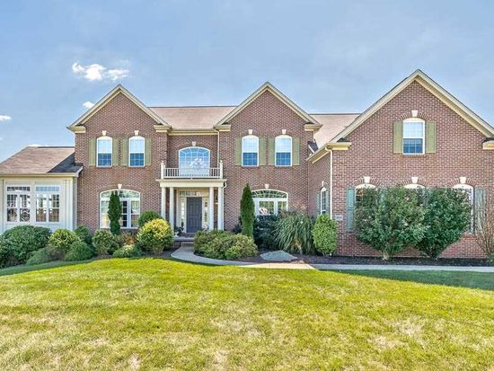 300 Pine Wood Dr, Wexford, PA 15090
