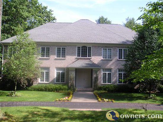 21 Beacon Hill Dr, Saratoga Springs, NY 12866