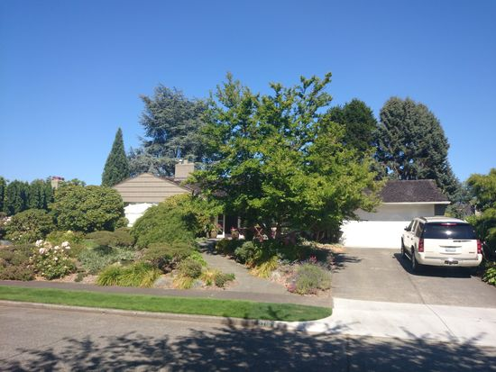 5716 61st Ave NE, Seattle, WA 98105