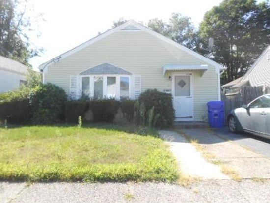 69 Woodhaven Rd, Pawtucket, RI 02861