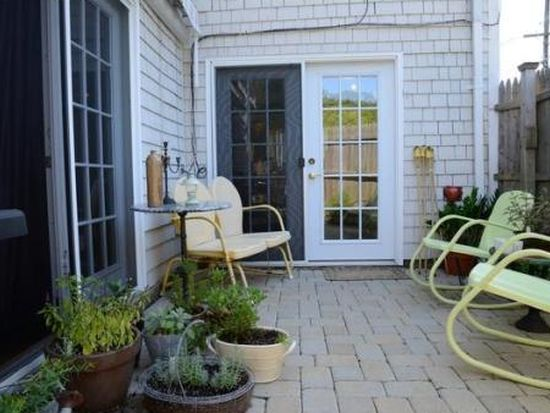6 Rowe Ave APT 1-B, Rockport, MA 01966