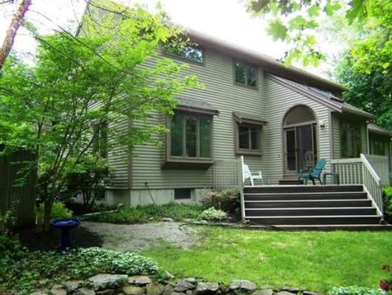 27 Bannister Rd, Andover, MA 01810