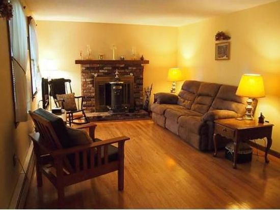 107 Shirley St, Pepperell, MA 01463
