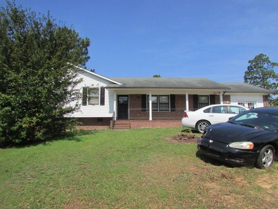 7495 Beverly Dr, Fayetteville, NC 28314