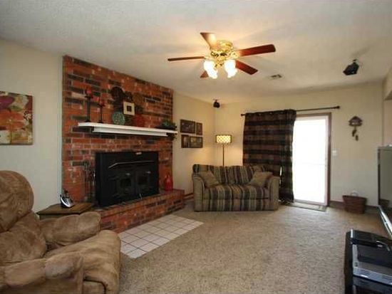 524 W Forster Dr, Mustang, OK 73064